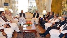 PM Nawaz stresses for resolving all political issues on parliament's forum