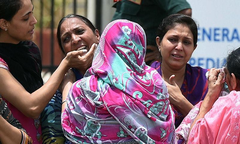 Nawaz Sharif announces day of mourning over Karachi bus tragedy