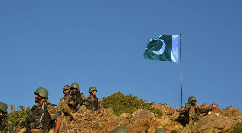Pak Army hoists national flag on highest peak