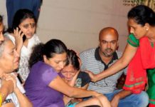 Relatives of Gauri Lankesh crying while Police find no clue of killers