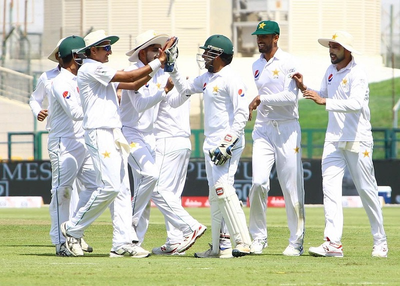 Pakistan 266-4 in 1st test, trail Sri Lanka by 153 runs