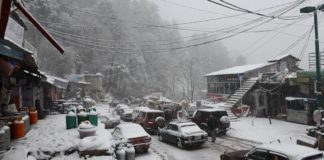 Season first snowfall in Gilgit-Baltistan attracts large number of tourists