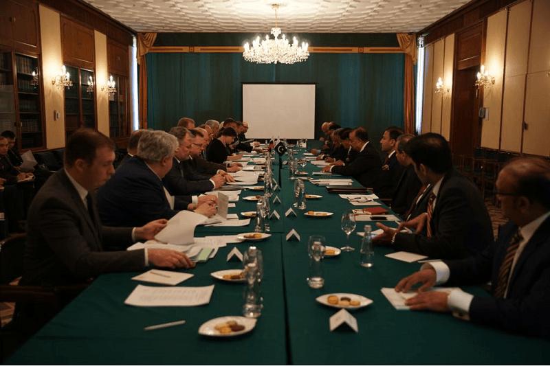 Pakistani, US officials hold talks amid curbs on diplomats