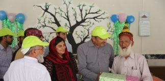 PTCL Razakaar organizes Box of Happiness for the elderly in old age homes