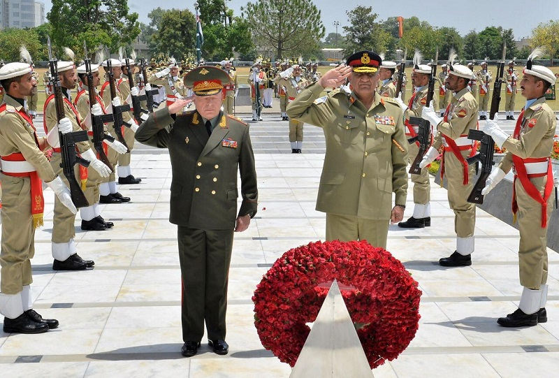 Commander in Chief Russian Ground Forces meets Pakistan Army Chief