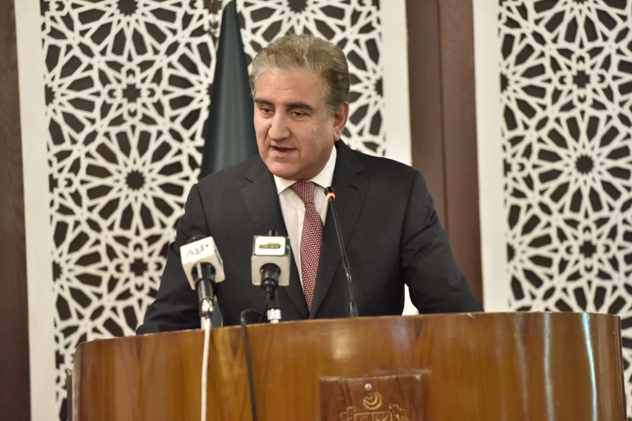 Kashmir - The Foreign Minister Shah Mahmood Qureshi has said that the entire political leadership of Pakistan is united on the Kashmir issue, and Indian attempts to jeopardize this unanimity have been frustrated. While addressing a Press Conference in Islamabad on Friday flanked by the Federal Minister for Information and Broadcasting Senator Shibli Faraz and the Prime Minister's Special Assistant on National Security Moeed Yusuf, Qureshi reiterated government's resolve that entire Pakistani nations stand by with their Kashmiri brethren in their just struggle for the right to self-determination. The foreign minister said that on August 5 last year, the Modi government launched demographic apartheid in Illegally Indian Occupied Jammu and Kashmir (IOJ&K) and divided the region into three parts. Shah Mahmood Qureshi said that the Indian government tried to divide the Kashmiri people through this illegal act. The minister said that Kashmiri people are facing immense difficulties, pain, and persecution under the continued military siege for the last one year. Qureshi said that Prime Minister Imran Khan in his speech at the UN General Assembly awakened the world and gave a new life to Kashmir dispute. Moreover, he said that the Coronavirus lockdown realized the world about difficulties being faced by the Kashmiri people who were in lockdown even before the virus outbreak.