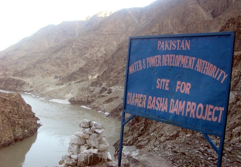 Diamer Basha Dam - Prime Minister Imran Khan will visit the Diamer Basha Dam Project next week to review construction activities. In a press release issued on Saturday, the Water and Power Development Authority (WAPDA) said that after the Mohmand Dam which was started last year, Diamer Basha Dam is the second mega multi-purpose dam that has been commenced in about a year. The Diamer Basha Dam, a vital project for water, food and energy security of Pakistan, is being constructed on River Indus, 315 kilometer upstream of Tarbela Dam. The project is scheduled to be completed in 2028-29. The project has three core objectives namely water storage for agriculture, flood mitigation and hydel power generation. The dam will have a gross water storage capacity of 8.1 million acre feet to irrigate 1.23 million acres of additional land. The project with installed power generation capacity of 4500 megawatt will provide more than 18 billion units per annum to the national grid.