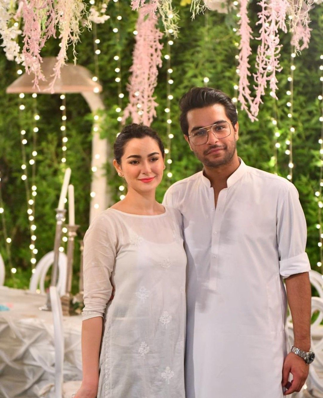 """Hania Amir is the sweetest yet most talented actress of Pakistan Showbiz Industry who has been winning hearts of the fans. She has always been affectionate towards her fans on social media however; she never liked to be trolled. So in order to foil social media trolls, Hania penned a polite note for her fans on Instagram. Hania Amir Says – Easy Ho Jao! Recently a live video session of Hania Amir and her best friend Aima Baig went viral on social media in which she spoke up such a statement which clearly indicated that Hania Amir and Asim Azhar are no more together. The duo has been observed to be together at every occasion and this cute couple was also suspected to be dating however, Hania never declared anything like that officially. In a latest video, she said that, """"We are friends! We are not dating, we are not a couple!"""" She went on to explain about her bonding with Asim Azhar and named it as friendship. This video spread like a fire on internet as people always used to love to see Hania and Asim together but this statement just settled a storm and diverted the flow to another gossip session. So Hania Amir tried to convey a sweet yet stern message to the fans that, """"ASIM IS A BEAUTIFUL PART OF MY LIFE AND WE HAVE SEEN SOME INSANE TIMES TOGETHER AND WE SHARE A BOND BEYOND ANYONES COMPREHENSION. WE CHOOSE TO LOOK AT AND ACKNOWLEDGE LOVE NOT HATE. THAT BEING SAID…WE KNOW PAKISTANIO KA HUMOUR ACHA HAI LEKIN EASY HOJAO. SOCIAL MEDIA KAI TROLL SIPAHIYON! BILKUL FREE NA HO. AUR ZAYADA OVER BHI NAI! Shukriya!"""" Hania Amir Celebrates 3 Million Followers on Instagram Well… this statement was the part of a heartwarming message for the fans in which she shared about her laughter sessions and tears shared with the fans which made her reach this milestone of 3 million followers. She said, """"Every day I'm learning new things. About myself. About life. Every day I see myself learning, healing & evolving. I'm learning to be more thankful for the life I have. Thankful for the peopl"""