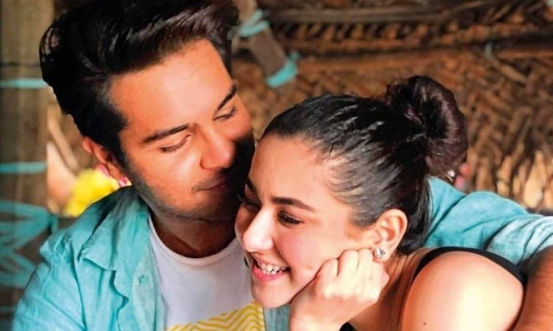 """Hania & Asim Not In A Relationship Anymore! Hania Amir might just have broken the hearts of all her and Asim Azhar fans out there. In her recent live session with the famous singer and best friend, Amir has shockingly revealed that the two aren't dating. Hania Reveals Her Relationship Status: In a recent live session with Baig, a commentator asked Hania about her relationship status to which she surprisingly said that she and Asim are not together. The question was if she is still with Asim Azhar, to which she said: """"He's asking if we're still together. We're friends, we're not together, we're not dating, we're not a couple. But we are best friends."""" Aima's Reaction To The News As shocked as you are to hear this, Aima herself wasn't aware of the fact that the two aren't dating. When Hania replied above, Baig said: """"Ye tou mujhe bhi nahi pata tha(even I didn't know about this). To this Hania instantly responds: """"No no listen, actually, we're great friends. We're there for each other and I even played a part in his video."""" She Talks About A Partnership Hania goes on to reveal that she is working on something with him: """"And I'm going to make him help me with a song that I'm doing. He's going to be there for that and I hope I can make him do it."""" She once again closes the discussion by clarifying the same question again: """"But as far as relationships and 'are you together?' is concerned, I'm not with anyone."""" On this Aima, possibly to make up for her previously blunder, chimes in with a supporting response: """"Her boyfriend is her work these days,"""" to which Aamir adds in saying, """"My work these days and myself these days. Here is the snippet of the entire conversation: If you were an Asim Hania fan, this news might be as much of a shocker to you, as it is to us. Till yesterday, the rumors of couple marrying, dating, and spending time together were ripe. This was definitely a major shock, and we might think that the couple broke up on cordial terms and decided to casually ta"""