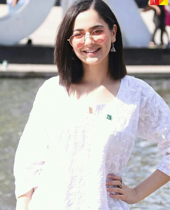 Hania Amir's Friends Had Shocking Responses! Hania Amir is probably the only Pakistani actress who takes love, criticism, hatred, trolling, bullying, or whatever the emotion is, as it is. Even after the entire Asim Azhar fiasco, people are after her to answer what happened, she has taken silence to everyone who says whatever. The rumors are that Azhar was an infidel, but even with all that, she has taken complete silence on social media. Now the actress has yet again shown another epic brave and funny side of her, and we are in awe of her once again. What Did Hania Do This Time? This time around, Hania took the challenge of chopping her hair on her own with the help of a celebrity publicist and a friend, Maida Azmat. She shot a complete vlog in which she talks to a hairstylist to know how to chop off her hair and then she bravely gets rid of them on her own along with Maida. Almost 5-minute vlog is Hania going through a range of emotions where she decides to chop her hair and then actually goes about cutting, cutting, and cutting them even more. Being a girl, I can't even imagine doing that to my own hair. Reactions Of Her Friends Not just this, but after cutting and styling her hair, Hania calls all her friends to record their instant, real-time reactions. That's the kind of dare we never imagined even her taking on. From Daniyal Zafar to Ashir Wajahat and even Asim Azhar, you see multiple people from the industry making an entry in the vlog where she video-calls them and records their first reaction to the haircut. How Did They React? Though the instant reactions were mixed where Hania's girlfriends asked her why she cut her hair off in fringes and shortened the length as well, everyone came around with the entire look somehow. Azhar even told her that he loved her look. On the other hand, almost everyone overcame the initial shock and told her that she looked good in the new look. As for me, I really think the self-cut fringes and shortened hair length suit Hania