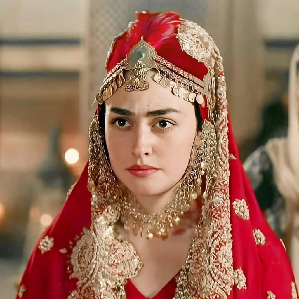 """Esra Bilgic AKA Halime Sultan To Work For Pakistan Esra Bilgic of Erturgal fame has hinted at working with the top three Pakistani brands. She was recently interviewed by one of the famous Pakistani publication, in which she revealed that she has signed a contract with three Pakistani names and will be working with them as soon as she can visit Pakistan. Working With Pakistani Brands While talking to a publication based in Pakistan about her work with the local brands, she said: """"Yes, better late than never! """"We will meet when all this is over when I will be working with Pakistani brands. I'm sharing, for the first time, that I'm about to work with three of Pakistan's most loved brands. This will soon be announced by the press as well."""" Though the names haven't been announced yet, there are no rumors and speculations either. The brands and the actress herself are hush-hush about it, and probably will be breaking the news once she is here to create the maximum hype. Her Pakistani Debut Technically, Esra has already debuted in the Pakistani entertainment industry. She appeared on the covers of a Pakistani magazine's June issue. She shared the picture of the cover on her Instagram account as well. She wasn't only on the cover but took out time to do an exclusive photoshoot with all the protocols and give the magazine a detailed interview too. On her Instagram post, she mentioned: """"Hello! Pakistan June digital issue is out and I'm on the cover! Thank you to my all team."""" Thankful to Pakistan Esra is thankful to Pakistan for all the love she has received, and she is impatiently waiting for the pandemic to be over, so she can visit the country. She especially thanked Prime Minister Imran Khan for taking the initiative and prompting everyone to watch Erturgal. While the fans are definitely overexcited, this raises an important question that Pakistani celebrities had been asking. With Esra Bilgic taking over quite a few Pakistani projects, will the local talent be demoted j"""