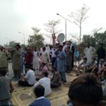 """24 News - The Employees of 24 News on Monday blocked the Main Multan Road in Lahore and staged a protest sit-in against the suspension of Channel's license by Pakistan Electronic Media Regulatory Authority (PEMRA). On July 3, the PEMRA suspended the license of 24 News over its illegal transmission, arguing that the """"Value TV"""" illegally using the name as """"24 News"""" holds a license for Entertainment content whereas it was persistently illegally and unlawfully airing News & Current Affairs in continues violation of PEMRA laws. However, the 24 News Management termed it an attack on freedom of press, and accused PEMRA of unilaterally initiating the action without taking the Channel's position into account. Eventually on Saturday, the 24 News Management decided to shut down the Channel. In a bid to register their strong protest against PEMRA's act, the employees of 24 News staged a protest sit-in on the Main Multan Road in Lahore, and halted the traffic movement. The employees said that they are holding a peaceful protest; however, neither Deputy Commissioner (DC) nor Assistant Commissioner (AC) has so far visited them and listened to their concerns."""