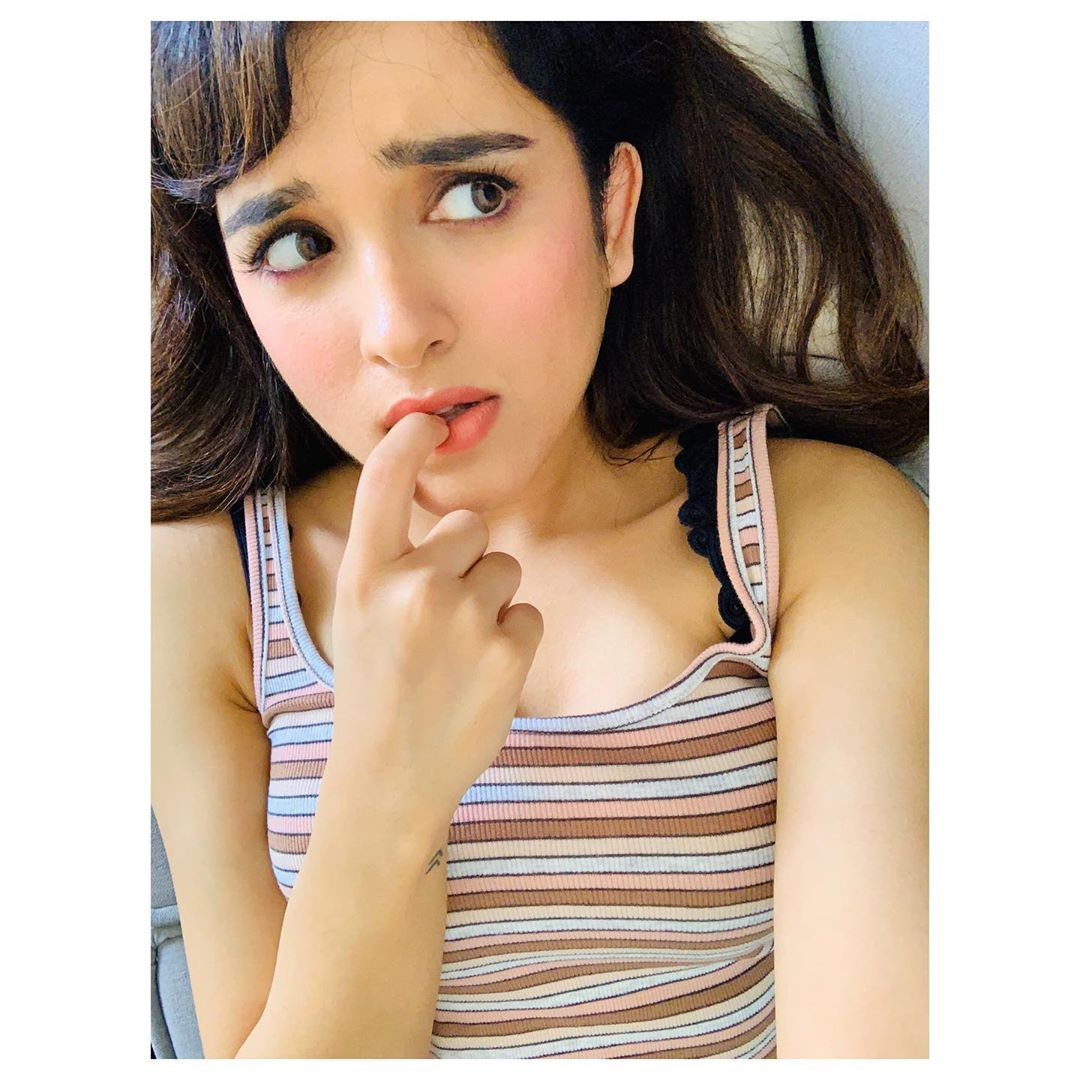 Shirley Setia, the pop star and the heartthrob of many, is the new internet sensation. Originally healing from Auckland, New Zealand with Indian background the star has now gone places with her talent that just started out with her trying her luck. How Did She Make It Big? While being a graduate student at the University of Auckland and working as a marketing & publicity intern at Auckland Council, Setia became a contestant in the YouTube contest held by T-Series. Out of thousands of entries, Shirley's voice recorded in her bedroom clad in pajamas won. This is why she won the nickname of 'Pyjama Popstar'. Amidst all her education and professional endeavors, she still uploaded regularly on YouTube and collaborated with multiple artists across Canada, UK, India, and the US, which garnered her 1.8 million subscribers and 114M views within 4 years. She has now moved to India to try her lifelong dream of becoming an actress and making it big in the music world. Shirley's Career In India Shirley Setia has collaborated with many good names for music albums and mixtapes. However, her career officially kickstarted with a Netflix film debut titled Maska on 27 March 2020. Her official film debut on the big screen will be with Nikamma, which will be announced to release once the pandemic is over and life goes back to normal. Her Latest Photoshoot Though Shirley being the beauty she is, hasn't officially become a part of the modeling industry, but she regularly does photoshoots and brand collaborations for her social media channels. Here are some of her amazing pictures: Shirley Setia is definitely a breath of fresh air in the nepotistic Bollywood industry devoid of talent. Let's wait and see how strong a mark she makes on the industry.