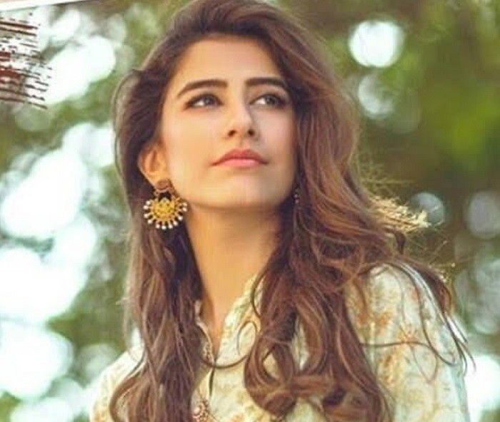 """Syra Yousaf - The super gorgeous and talented actress Syra Yousaf has always stood out from the rest in Pakistan Showbiz Industry not only in terms of the nature of her work but also with the way she is leading a successful yet humble life. She is one of the three sisters serving in the industries i.e. Alishba Yousaf, Palwasha Yousaf and Syra Yousaf. Although all three are best in their own frame of work but Syra has something differently optimistic. Be it her photo shoots for different popular Pakistani brands or her acting in dramas and movies, she has always been the soft part always to be accepted lovably by the fans. She also worked along with her sister Alishba in the sequel of blockbuster drama serial Tanhaiyan. Syra rejected offer from Hollywood – Why? Well… this is the fact very few people really know about it! In an interview, Syra Yousaf opened up regarding her offer to work for a Hollywood film and she explained the reason of why she rejected it. She said that apart from all the Bollywood films she has been offered in the past years, the producers of Shah Rukh Khan's """"Dil Se"""" had approached her for a role in Hollywood as well. """"I have been offered a lot of movies from India. But I never opted for them. Either the story wouldn't click or the script wouldn't be strong enough to pull me in,"""" she explained. Syra went on to say that she was asked to take on a role for """"Rock On 2"""" but since the timings were around the life turning point of her life when she was marrying her now-ex-husband Shehroz Sabzwari, so it couldn't work out. """"I want to focus more on Pakistani films but I don't mind exploring my boundaries. I have been offered a film from Hollywood as well which was supposed to be directed by one of the producers of Dil Se."""" She added, """"I didn't take that up because although they wanted a Pakistani character in the movie, they wanted her to be a really bold Pakistani girl"""". About Syra Yousaf Syra Yousaf is an amazing Pakistani actress, model and former VJ"""