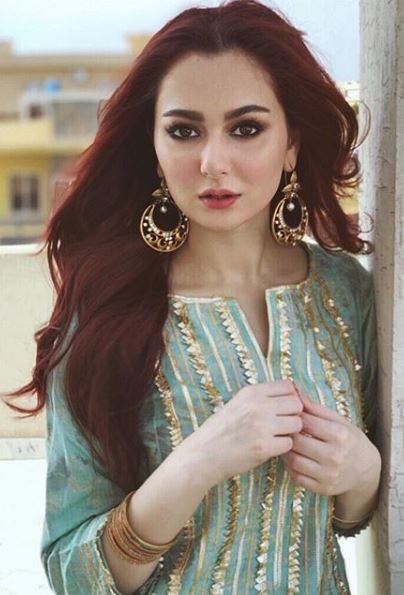 Hania Amir Is Learning Music During Quarantine Hania is a lot of things, and talented is on the top of them. Since the Corona preventive measures started, we have seen her taking her extreme talents to her Instagram stories. Sometimes it is cooking, and the other times it is art. But now, we have seen a new side of her that we were already aware of but did not she will be pursuing actively. What Is Hania Up To? In a series of recent Instagram stories, Hania reshared from Shazia Wajahat's Instagram account – who is the wife of ace-director & host Wajahat Rauf and the mother to the uber-talented Aashir Wajahat – we can see her singing or at least practicing too. She is seen singing in unison with the musical instrument, practicing a duet, and signing a solo too. Looks like she is in a full training mode to ensure that none of her attempts go to waste. Who Is Her Teacher? Aashir Wajahat might be one of the youngest stars of the entertainment industry, but his talent knows no bounds. From acting in his father's Karachi sey Lahore installments to singing various songs in festivals as well, he has proved his mettle. This is why his talent attracted Hania who became the student of Aashir and his fellow young musicians. In the stories shared, we can see Aashir guiding Hania on how to sing to the beat of musical instruments while she jams on the tunes of his friends too. Goes without saying that the quench to learn can make anyone your teacher. What Are Our Expectations? It isn't the first time we have heard Hania singing. She pops up on her stories every now and then to sing something and has sung for her fans various times in multiple interviews. This is why it comes to us as a no shocker that she might want to learn and pursue it professionally. Moreover, since she came in a relationship with Asim Azhar, her interest in music has been quite obvious. It has been to the point that people have been requesting the two to sing a song together. If that's happening or not, we do
