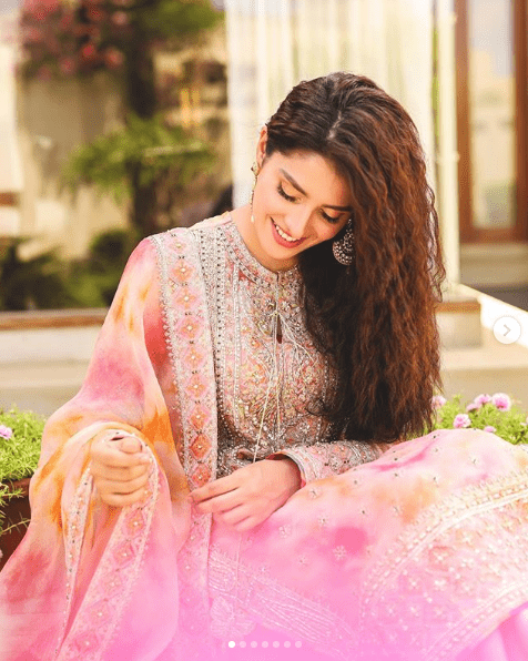 Ayeza Khan is one of the most gorgeous and elegant actresses from Pakistan Showbiz Industry who never fails to show her grace in the best attires at all occasions. She has always been the candy of an eye for her fans as she is what a person can think of in perfection. Being a mother of two cute children, she is glowing everyday better while making sure that not a single click from her shoots get ignorance following any glitch. Ayeza Khan's Family Life Ayeza Khan is one of those few actresses who keenly take part in keeping the family life organized in all ways and never leaves her kids unattended. Whether it is Eid, Independence Day, Birthdays or any family gathering, she always shares the most adorable family clicks while sharing pleasurable moments with them. That's what makes her stand out of the lot because people are in love with her sophistication and the way she keeps a balance in her personal and professional life. Ayeza Khan Shares Fascinating Eid Shoot on Instagram This time on Eid-ul-Adha, Ayeza has grabbed all the attention from the fans by sharing fascinating photo shoot on her Instagram account. The summery color palette of her beautiful dresses has made it a heavenly gorgeous journey to the latest trends. Here we have compiled her different looks from Eid days and she is leaving us speechless! The way she has carried this color is out beyond explanation. Ayeza Khan knows very well how to sync the expressions with the way she dresses up. The glow on her face is clearly noticeable and grabs attention so quickly. Then comes this white attire specifically designed with the idea to welcome guests on Eid Day breakfast. Here Ayeza has been perfectly dolled up according to the theme and it's all so pure! Inspired? Not enough yet! Checkout this look of Ayeza Khan where she is so magnificently spreading colors of rainbow with an exactly the same smile on her face. She is like a breeze which goes with the flow and so Ayeza has made it to spread the colors all ar