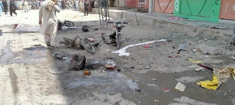 CHAMAN blast - A bomb went off in Chaman area of Balochistan's Qillah Abdullah district on Monday morning, leaving five persons martyred and 21 injured. The bomb was planted by unknown miscreants in a motorcycle parked in front of Haji Nida Market in Chaman, and it was detonated when a vehicle of the Anti-Narcotics Force (ANF) was passing nearby. In the blast, five persons were martyred whereas 21 persons including two ANF Soldiers suffered injuries. Five of the injured persons including both ANF Solders are in serious condition. The Tehreek-ul-Ehrar, a wing of banned Tehreek-i-Taliban Pakistan (TTP), has claimed the responsibility of the Chaman blast.