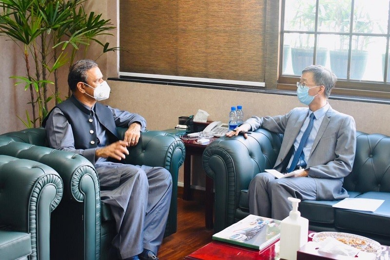 CPEC - The Chinese Ambassador to Pakistan Yao Jing has thanked the government of Pakistan for an accelerated momentum and greater focus on the China Pakistan Economic Corridor (CPEC) project. Yao Jing paid the gratitude on behalf of the Chinese government when he visited the CPEC Authority and met the Chairman CPEC Authority Lt. General (retd) Asim Saleem Bajwa. The Chinese envoy also reaffirmed the commitment to add value to CPEC and bring dividends to the people of two Countries.