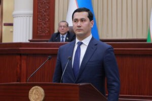 Uzbekistan's Deputy Prime Minister - The Deputy Prime Minister of Uzbekistan Sardor Umurzakov is expected to visit Pakistan in September 2020. In a statement on Twitter, the Prime Minister's Adviser for Commerce and Investment Abdul Razak Dawood said that the Charge d' Affaires at the Embassy of Uzbekistan in Pakistan Lt. Colonel Sadullah Tashmotov visited the Ministry of Commerce in Islamabad to discuss deepening of the economic relations between the two Countries. Abdul Razak Dawood said that we discussed the visit of Deputy Prime Minister of Uzbekistan to Pakistan which hopefully will take place in September 2020 The adviser said that during the visit of the Uzbek deputy prime minister, we will discuss measures for increasing Pakistan-Uzbekistan bilateral trade and connectivity by road, rail and air, particularly the use of Sialkot International Airport for trade.