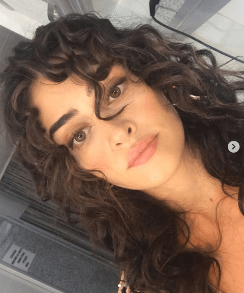Esra Bilgic always stays active on Instagram and shares every moment with her fans. Her gorgeous looks are more of a treat to the fans and so she made this Monday special with her latest picture. Check out this post!