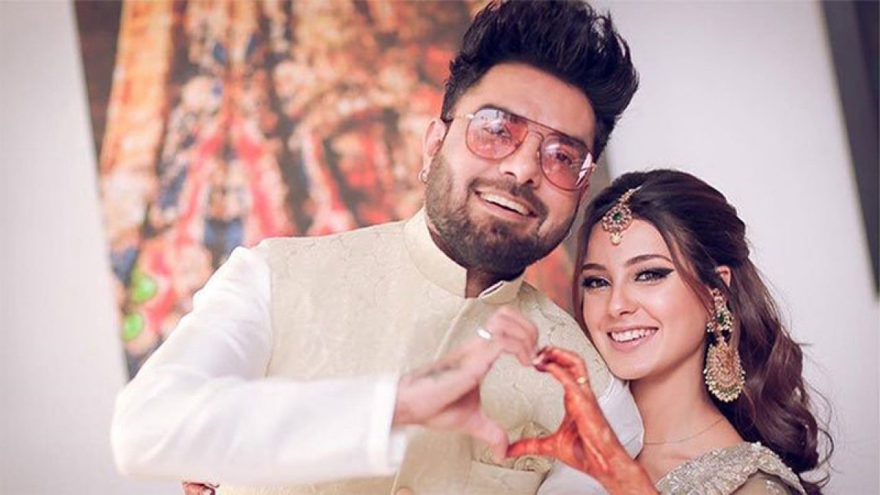 Iqra Aziz Vaunts Special Wedding Ring As Gift from Yasir Hussain!