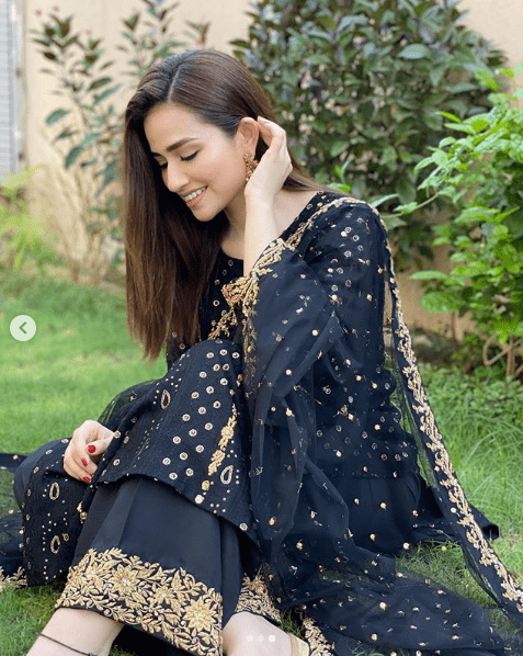 Sana Javed is such a gorgeous yet elegant actress of Pakistan Drama Industry. Her exceptional acting skills make her stand out from the rest and she has never disappointed her fans at any point. The way she dresses up and carries herself in fashion; it makes her perfect. Sana Javed's recent photos are best to set up new traditional wear goals and she is looking absolutely gorgeous!Check out this collection! Sana Javed's Recent Photos to Leave you Amazed! The most beautiful Sana Javed is looking so gorgeous in all of these clicks from some recent photo shoots and fans are in love. Have a look! Sana in Black & Gold Traditional Wear The divine black when merges with the fine aesthetic touch of gold, it makes an attire gain a luxurious look. Sana Javed has carried this traditional wear at the best as if it was made for her. A three piece finely designed dress with a comeback of Shalwar in trend, makes it so beautiful to wear thing. Check out these clicks! Sana in White & Gold Traditional Wear Another photo shoot from Sana Javed's Instagram presents you the classy and pure combination of white with gold. Here Sana is dolled up more into a traditionally rich style while adding up to the grace of this well-designed attire. Have a look! About Sana Javed Sana Javed was born on 25 March, 1993 in Jeddah, Saudi Arabia and she is 27 years old. She got her schooling done from Karachi Grammer School whereas completed her Graduation from University of Karachi. She can speak three languages i.e. Urdu, English and Punjabi. Her start is Aries whereas her hobbies include listening to music & acting. Her height is 5 feet 4 inches. Her net worth is 10 million and she is taking Rs. 1 Lac per episode of drama. Sana Javed's Career Sana Javed started her career with modeling and by making appearance in various TV commercials including Coca Cola, Mobilink, Warid Glow, Lipton and many others. Her first drama serial was 'Mera Pehla Pyar', which made her get a boost in her popularity within no t