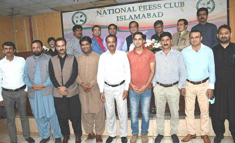 NPC Office Bearers - The Minister for Information and Broadcasting Senator Syed Shibli Faraz visited the National Press Club (NPC) in Islamabad on Thursday, and felicitated its newly elected Office Bearers. Senior journalist Shakeel Anjum was elected the NPC President while Anwar Raza and Sagheer Chaudhry were elected as the Secretary-General and Secretary Finance respectively as a result of NPC Elections 2020 held on August 17. While addressing a Ceremony in honor of the newly elected Office Bearers of the National Press Club, the information minister said that he will make all out efforts to resolve problems of the Journalist Community. Shibli Faraz said that even complicated issues can be addressed through mutual respect and trust. Congratulating the newly elected leadership of the National Press Club, the information minister expressed hope that they will play a positive role for their profession and for resolving issues of their journalist colleagues.