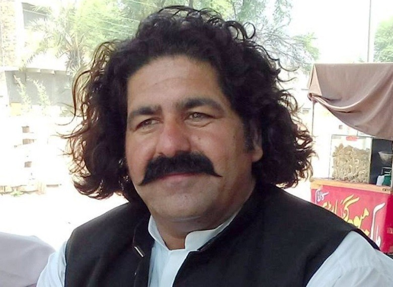 """South Waziristan - There is a good news for the dwellers of the South Waziristan, a district Khyber Pakhtunkhwa, as the long-neglected region would soon have a National level Sports Stadium. MNA Ali Wazir demanded Prime Minister Imran Khan for the establishment of National level Sports Stadium at his constituency NA-50. The MNA's efforts yielded results as the prime minister directed the Directorate of Sports Merged Areas Peshawar for taking necessary measures to ensure the establishment of the national level sports facility in the area. Soon after the prime minister's directives, the Directorate of Sports Merged Areas Peshawar wrote to the Deputy Commissioner Tribal District South Waziristan to identify a feasible site in NA-50 for the establishment of National level Sports Complex on an urgent basis. The letter, a copy of which is available with this scribe, reads, """"Kindly refer to the section officer Sports department government of Khyber Pakhtunkhwa letter No. SO (Sports) 2-76/IPC/2020/9629-32 dated 17 August 2020 on the subject cited above and to state that MNA NA-50 South Waziristan Ali Wazir addressed a demand to the honorable Prime Minister of Pakistan for the establishment of National level sports Stadium at his constituency."""" """"It is stated that the government of Khyber Pakhtunkhwa has been implementing Accelerated Implementation Programme (AIP) for the rapid development of Merged Areas,"""" the letter reads. It stated, """"The fund of Rs. 750 million (250 million for up-gradation and rehabilitation of existing sport facilities while 500 million of new sports facility) has been allocated for district south Waziristan under AIP."""" The letter reads, """"Therefore, you are hereby requested to kindly identify a feasible site in NA-50 for the establishment of National level Sports Complex and intimate this office and further necessary action and the matter may please be treated as most urgent."""" Ali Wazir sought suggestions from the public pertaining to the most suitable s"""