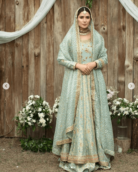 Ayeza Khan has reinvigorated the traditional wedding rituals with a collection of photos specified for bridal attires. Here we have got this collection for you all!