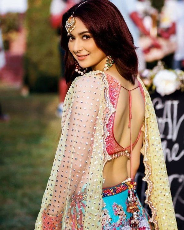 Hania Amir is that amazing showbiz icon from the new generation of industry who always entertains her fans while staying active on social media. She is gorgeous and sweet; she is fun-loving and makes sure that it makes her stay connected to the fans. Either it is about her enchanting photoshoots or interesting chit chat sessions with Aima Baig, she is super fantastic! The best thing about Hania is that she never minds appearing in front of the camera without any makeup. However, this time, it is not about her photoshoots, but a video that has been going viral on Instagram. Hania Amir has entertained her fans with a dance lesson video in which she has done all steps to perfection. Here we have got the video for all of you! When Hania Danced to Perfection...! Check out this interesting video that Hania posted on her Instagram from an impromptu dance lesson. Aashir Wajahat captured these moments in the camera's eye and made it a worthwhile moment for everyone. Watch this video! After watching this video, it is something sure that Hania can pick up dance steps quickly, and when it will be a full performance, she will do wonders. Some of the Best Clicks from Hania's Insta Gallery In addition to this entertainment package of dance lesson, here we have got some of the best clicks from Hania's Instagram gallery. Take a look! About Hania Amir Hania Amir is a Pakistani film and television actress, model, and singer. While studying at the Foundation for Advancement of Science and Technology, she made several dubsmashs and uploaded them on her social media account. These videos got the attention of the producer Imran Kazmi, who later cast her in a supporting role in the blockbuster romantic comedy Janaan. Hania got a Lux Style Award for Best Supporting Actress nomination for her role in this movie. Her appearance in the Sunsilk commercial made her one of the most sought-out media personalities in Pakistan. Hania Amir rose to prominence with the role of a beauty-obsessed unfaith