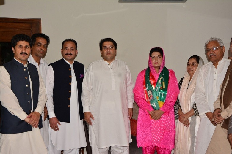 Sonia Muqaddam - The former Pakistan Muslim League-Nawaz (PML-N) Women Wing President of Gilgit-Baltistan and ex-Minister Sonia Muqaddam has formally announced to join Pakistan Tehreek-e-Insaf (PTI) along with her associates. Sobia Muqaddam met the Chief Organizer PTI Saifullah Khan Nyazee in Islamabad and declared his decision to join the party. On this occasion, the PTI Chief Organizer Saifullah Khan Nyazee welcomed the joining of the eminent political personality of Gilgit Baltistan, said that PTI has become the most popular party in Gilgit-Baltistan. Saifullah Nyazee said that the people of the region are embracing the manifesto, vision, and message of Prime Minister Imran Khan and a new era of construction and development of Gilgit-Baltistan and the welfare of the people will begin. The PTI Chief Organizer vowed that PTI would win the upcoming elections with a clear majority by adopting the right strategy and pave the way to good governance and a transformed system inspired by the vision of Prime Minister Imran Khan. On this occasion, Sobia Muqaddam said that Gilgit-Baltistan is ready to play its full part in nation-building and the people of Gilgit have full confidence in Pakistan Tehreek-e-Insaf's manifesto and Prime Minister Imran Khan's revolutionary leadership. Sobia Muqaddam said that the people of Gilgit-Baltistan will soon show their full demonstration of love and trust in Imran Khan's leadership in upcoming elections. The Central Senior Vice President Arshad Daad, Senior PTI leader Syed Wajid Hussain and others were also present on the occasion.