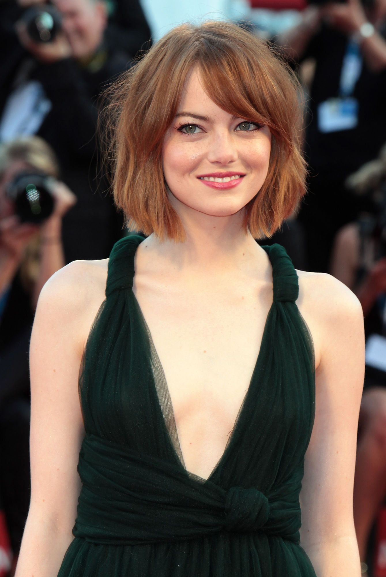 Check out this collection of hot and stunning pictures of Emma Stone as she will leave you flabbergasted. Her beautiful features and sweet smile is everything to make her look awesome. Take a look!