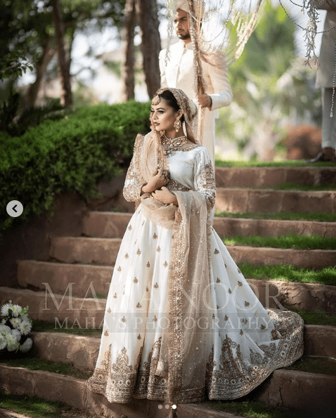 Minal Khan has been in the limelight these days for her different photoshoots. Although she received massive criticism for a recent shoot she got done with for a shoe brand, however, she is back with grace once again. Minal is wearing Maha Wajahat's bridal wear and looking heavenly stunning in all of these clicks. Here we have got Minal Khan's latest photoshoot!