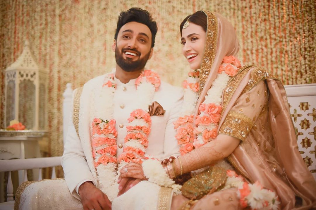 Great News! Sana Javed and Umair Jaswal have finally tied the knot. The couple posted a perfect shot of their nikkah on their Instagram on Tuesday evening while surprising their fans. Here we have got the details! Sana Javed & Umair Jaswal Announce The New Beginning of Life! The most talented actress in the industry, Sana Javed, and the rockstar Umair Jaswal has finally tied the knot today. The adorable couple took the news to Instagram with a perfect shot picture that is making rounds over the internet. According to the reports, Umair's brothers Yasir Jaswal and Uzair Jaswal also confirmed the news on their Instagram accounts. Umair's Instagram Post Here is how Umair Jaswal made this announcement via his Instagram account: The couple is dressed in light and bright hues while their serene smiles add up to their elegant personalities. We are looking forward to further details and pictures to surface. Sana Javed & Umair Jaswal Share Love in Comments Recently, Sana posted her picture from a photoshoot on Instagram and received an affectionate comment from Umair Jaswal. We know that Sana Javed is quite conscious about keeping her personal confidential from professional life. However, it was the first time that Sana and Umair Jaswal shared love in the comments section on Instagram. Take a look at this picture! They make a perfect couple together. Sana and Umair's fans love this 'maintaining the privacy' thing that makes them a sophisticated duo. About Sana Javed Sana Javed was born on 25 March 1993 in Jeddah, Saudi Arabia and she is 27 years old. She got her schooling done from Karachi Grammer School whereas completed her Graduation from the University of Karachi.She has worked in various drama serials including Ruswai, Pyaray Afzal, Zara Yaad Kar, etc. About Umair Jaswal Umair Jaswal is a Pakistani film, television actor, singer-songwriter, and music producer from Islamabad. He was also the lead vocalist of the rock band Qayaas. Umair is the brother of singers Yasir Jas