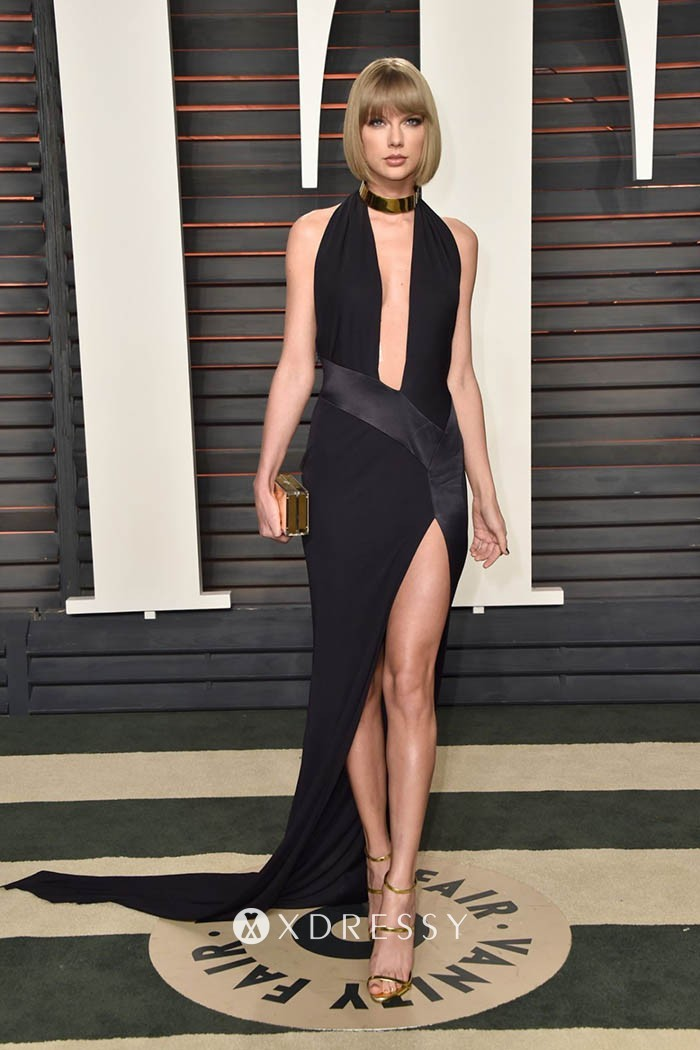 Taylor Swift Looks Bold & Stunning in This Clicks!