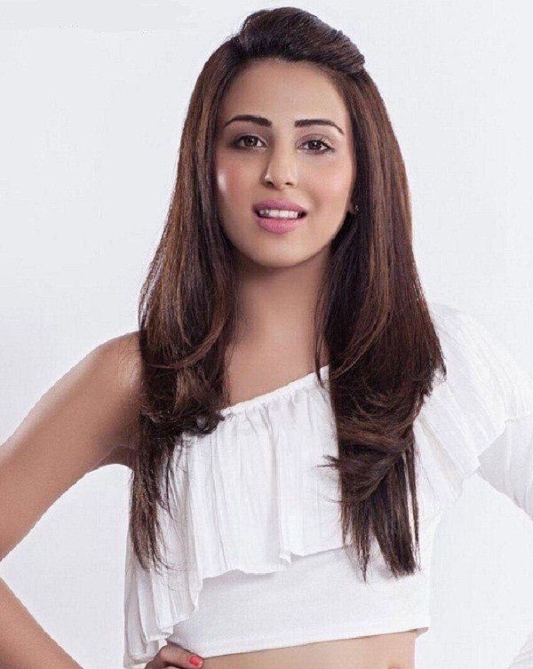 Ushna Shah is one of the most talented actresses in the Pakistan Drama Industry. She has worked in numerous dramas while marking success in each of them with her exceptional talent. Her famous dramas include Balaa, Alif, Allah Aur Insan, Bashar Momin, many more. Ushna has a passion for theatre, acting, and writing as well. She is an animal lover and a strong advocate for better treatment of animals in Pakistan. Here we have got all the details about super talented Ushna Shah! Introduction Ushna Shah is a Pakistani actress who belongs to a talented family. She is the daughter of noteworthy actress Ismat Tahira. Moreover, Irsa Ghazal is Ushna Shah's step-sister, who is an amazing actress of all time. She has one brother named Shah Sharabeel who is a Pakistani theatre and television director. Ushna Shah Age Ushna was born on February 12, 1990. She is 30 years old. Ushna Shah was born in Lahore and raised in Canada. Education As far as Ushna's educational background is concerned, she shifted to Pakistan to complete her O-levels after elementary and middle school, where Ushna also got proficiency in the Urdu language. Later on, she returned to Canada to finish high school. Ushna attended York University but dropped out to pursue her career in programming. Ushna Shah Career Ushna was passionate about acting at a very young age. She also used to host a radio show at the age of six whenever she visited Pakistan. She started her career with character roles, in serial Bashar Momin in 2014. While continuing with her successful career, she appeared in another drama serial Dua, in which she played the title character. Ushna Shah has worked in many Pakistani films including Teri Meri Love Story, Oye Kuch Kar Guzar, and Afrah Tafreeh. Ushna is one of those actresses who made their acting debut in Pakistani movies in a short time. She also appeared as a guest in Blockbuster movie Punjab Nahi Jaungi. Dramas List Here we have got a list of the most popular dramas of Ushna Shah: Hum T