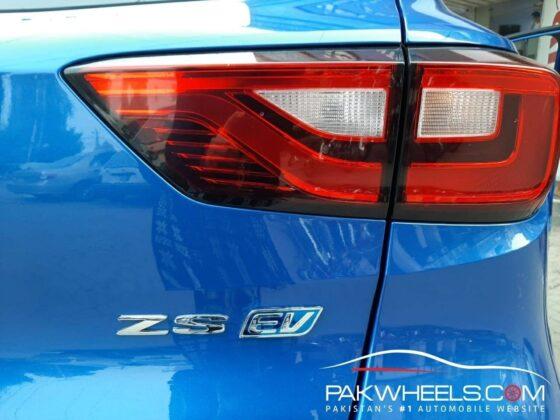 MG HS rear light