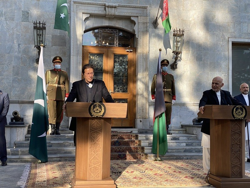 Prime Minister Imran Khan in Kabul - Pakistan has always extended all-out support to any initiative taken by the Afghan government that can bring lasting peace to Afghanistan. While addressing a joint Press Conference along with the Afghan President Ashraf Ghani following a one-on-one meeting in Kabul on Thursday, the prime minister said that Pakistan played its role in bringing the Taliban to the negotiating table with the United States and then facilitated Intra Afghan talks, assuring that Pakistan will leave no stone unturned to ensure to put an end to violence in Afghanistan. The prime minister said that Pakistan will continue to offer every possible assistance and cooperation needed to ensure peace in Afghanistan. Terming the Pakistan-Afghanistan bilateral relations historic, Imran Khan said that the people of both the brotherly Countries desire for peace, and a peaceful Afghanistan will guarantee regional stability and prosperity. Expressing gratitude to the Afghan president for extending an invitation to him to visit Kabul, the prime minister said that Kabul is a historic City which is equally significant for all of us. He added that Kabul was the best tourist destination in the 60s. In his remarks at the Press Conference, the Afghan President Ashraf Ghani said that lasting peace in Afghanistan needs a complete ceasefire, and violence and peace cannot stand together. The Afghan president said that violence is not a solution to any issue, and underlined the significance of Pakistan-Afghanistan cooperation for the development and prosperity of both the Countries. Ashraf Ghani said that it is among their prior priorities to eradicate poverty and ensure the people's welfare in both the Countries. The president thanked Prime Minister Imran Khan for visit Kabul, and said that he would soon visit Pakistan. Earlier in the morning, Minister Imran Khan arrived in Kabul on his maiden visit to Afghanistan since assuming the Office in August 2018 on the invitation of the 