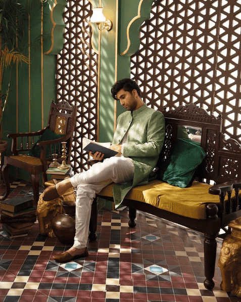Sajal and Ahad Leave Fans Flabbergasted With Their Royal Photoshoot!