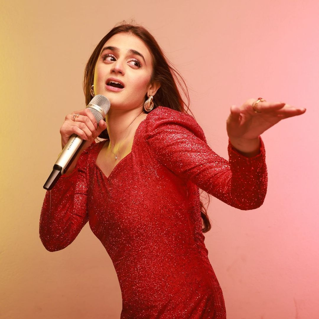 Hira Mani Takes The Internet By Storm With Her First Ever Song 'Sawaari'!