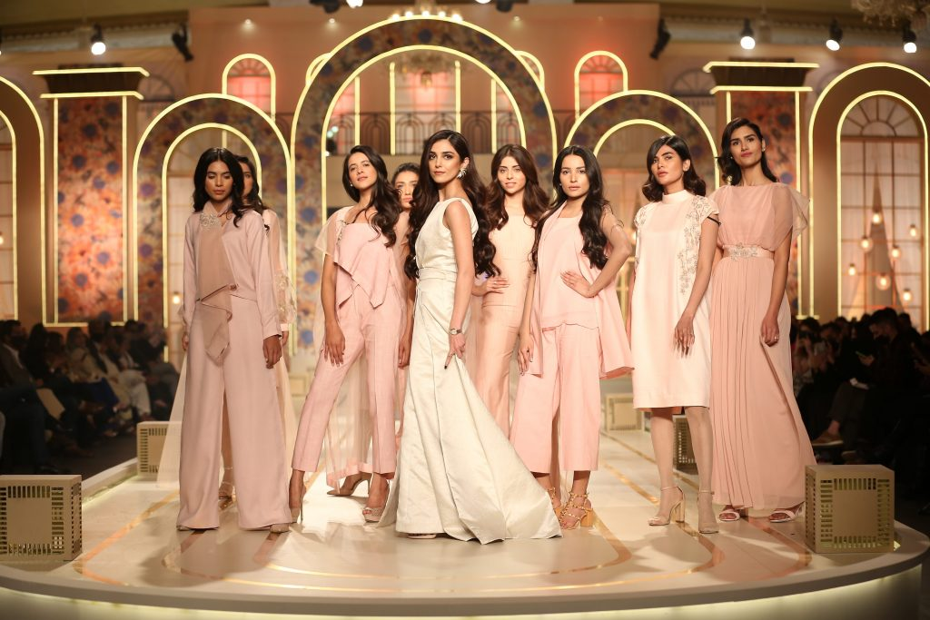 Like every year except 2020, Pantene HUM bridal couture week is organized as one of the biggest events to exhibit new trends of bridal wear with the best creativity by different designers. The fancy colours spreading around the pleasurable feel of new beginnings are portrayed in a way that shows how the designers devotedly work to make weddings special all the way. From bridal showers to Mayon, mehndi events to baraat and then walima, the bridal wears are as a symbol of festivity at all of these events. Well...this is the first major fashion week that took place in a physical space after the country has been struggling through COVID-19. PHBCW showcased latest designs of bridal couture bringing revolutionary creativity. A total of 35 designers have exhibited their work in the 3-day event and here we have a glimpse of PHBCW first day in photos. Take a look! Pantene HUM Bridal Couture Week 2021 - Day 1 In Photos! Check out these pictures from the first day of Pantene HUM Bridal Couture Week 2021. The celebrities have graced this event with their mesmerizing looks and fans are loving every bit of it. Take a look! Maya Ali looks stunning and elegant in this white dress unveiling Pantene's new bottle by exhibiting under open hair days campaign. Fahad Hussayn presented a collection of custom-made woven Banarsi bridal dresses with Sao Banjara – The Couture Edit. It represented an interdisciplinary fashion blended with art while using silk thread embroideries interwoven with delicate handwork. Uniworth Dress Co. presented its signature men's collection that presents a modern outlook. It featured sherwanis, waistcoats, and some of the exquisite work on luxurious fabrics. The brand also celebrated its golden-jubilee anniversary with this fantastic exhibition. Nauman and Bhaiya made a debut in PHBCW with a collection of creatively designed lehengas in fascinating hues. The designer specifically worked on reviving the style of the 90s era, the foil silk lehngas. Alishba & Nabeel