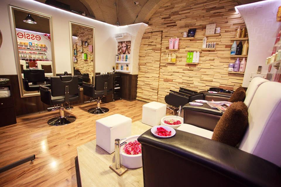 Top 10 Salons For Men In Karachi - Details Inside!