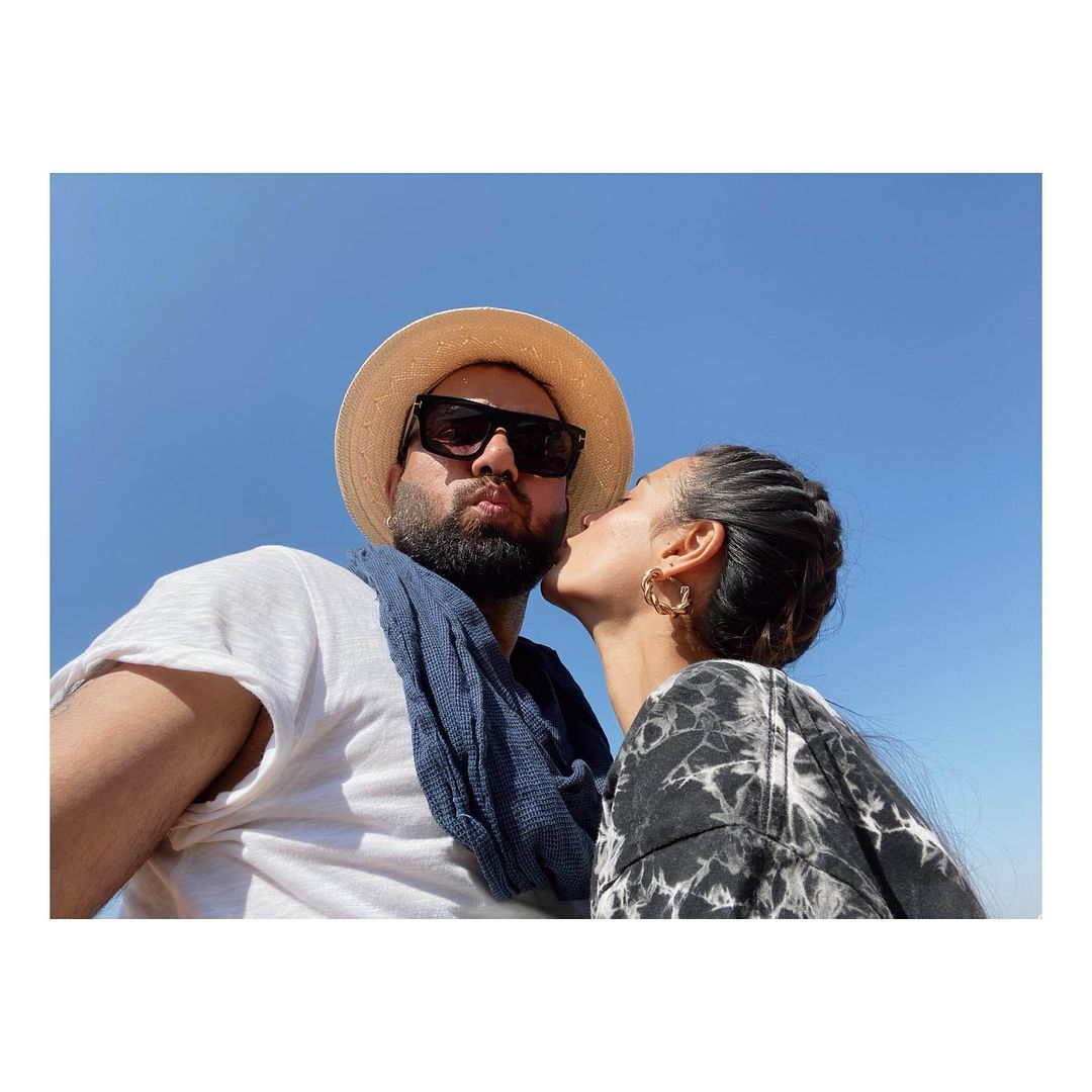 Iqra Aziz and Yasir Hussain Give Out Romantic Vibes In These Cute Clicks